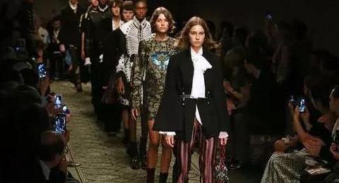伦敦时装周街拍, 全地球都无法阻挡大衣的气场