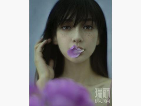 杨颖日系少女造型超美,雀斑妆复古碎刘海,清新浪漫的森系慵懒风