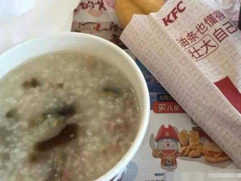 美国人第一次来中国吃KFC,一看菜单懵了:这是肯德基?
