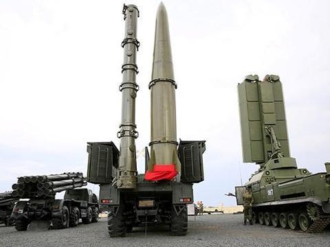 俄军秀肌肉:伊斯坎德尔M多车同时发射!俄专家:北约防不住