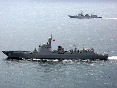 这回巴铁更想要了!将军亲自登舰参观后,052D在印度洋猛烈开火
