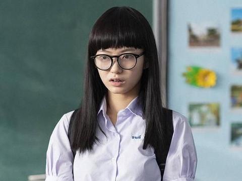 """唐人街探案中的牙套妹是谁?她曾在""""闪光少女""""中,出演过校花"""