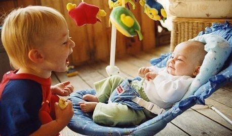 宝宝到了说话的年龄后,家长如何帮助宝宝发展语言能力?