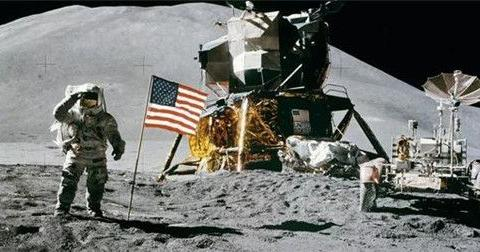 18位宇航员至今沉睡在太空,而他已飘到冥王星,即将离开太阳系