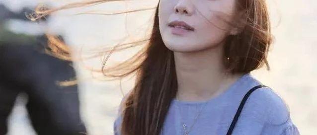 TVB小花放话:好多好莱坞导演找我 晒合照妹妹颜值抢镜身材上乘