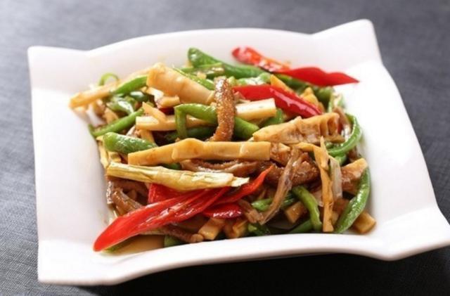 美食推荐:芥末海蜇拌白菜心,油浸腰花,笋干青椒炒牛肚
