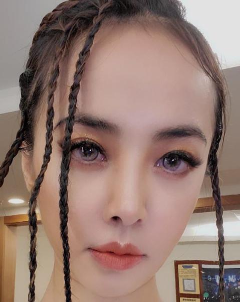 蔡依林超近自拍曝光,粉丝惊见谢金燕!