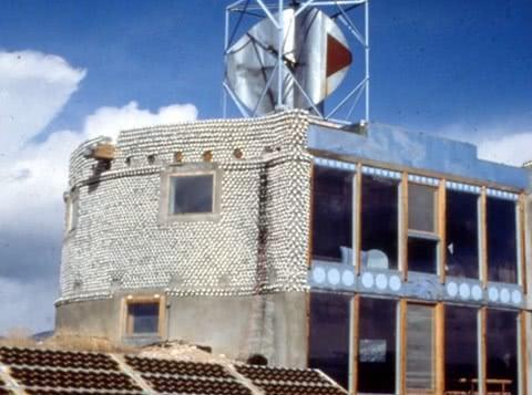 美国老大爷建垃圾房,每平方造价1.7万元,全球网友为其点赞