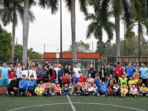 """爱奇足球学院 """"老豆杯"""":最好的家庭教育,是以身作则"""