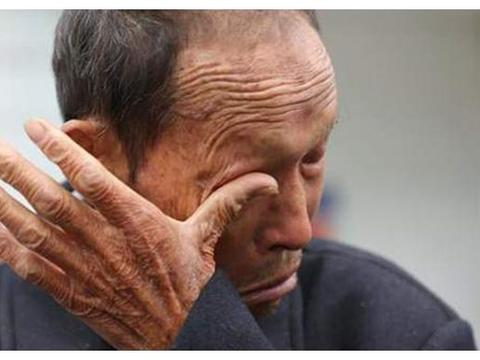 7旬老人被送进养老院,含泪告诉身边人:生男生女真不一样