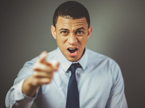 在人际沟通里,最容易让人反感的4种语气
