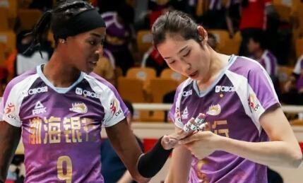 天津女排轻松夺冠,朱婷胡克尔功不可没,没她俩天津队能否夺冠