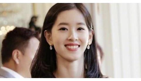 章泽天妈妈身份不一般!难怪刘强东会娶她,网友:惹不起惹不起