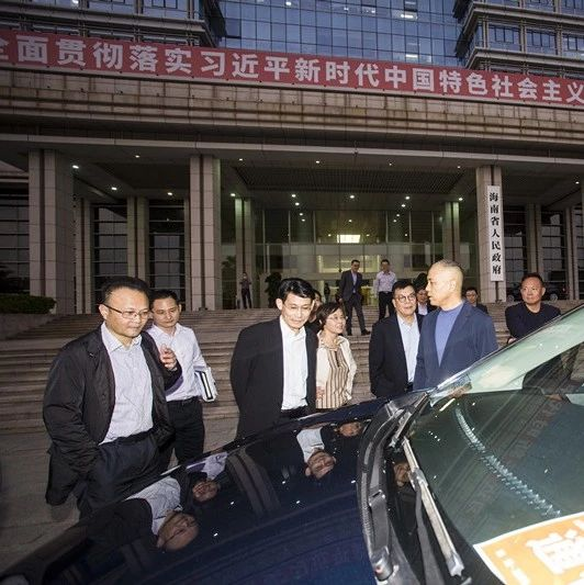 酷!这位政协委员驾国内首台70Mpa氢燃料电池MPV参会