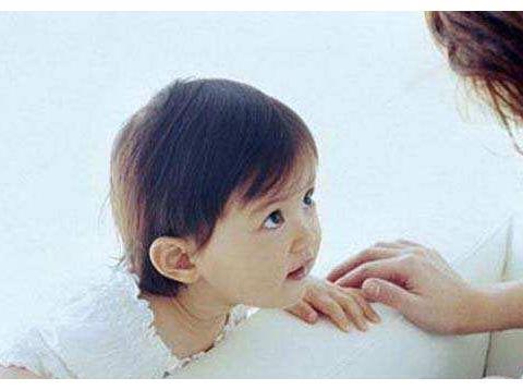 专家:孩子的语言能力高低,跟家里这个人关系最大!不是妈妈哦