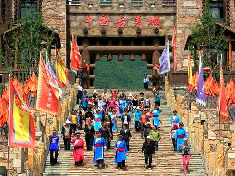 """四川高原隐藏了一座""""天上城堡"""",曾被地震破坏,如今美如仙境"""