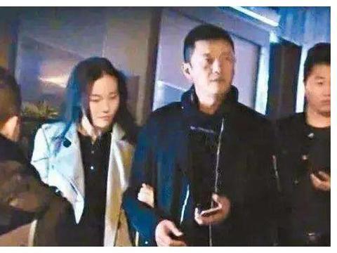 与许晴传绯闻后李亚鹏新恋情疑曝光,王菲谢霆锋复合多年他还单身