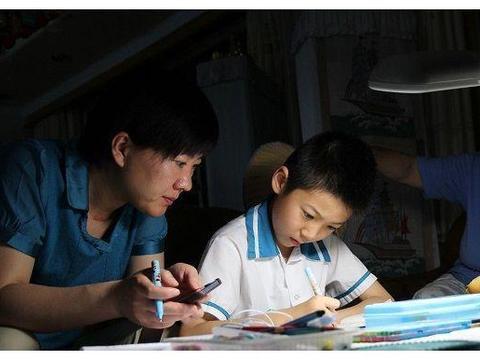 """家庭作业之战:如何让孩子自己写作业?这3个""""高招""""可以试试"""