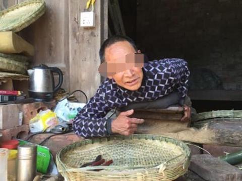 农民工高位瘫痪,妻子狠心抛弃,趴在地上13年,靠一双手养大儿子