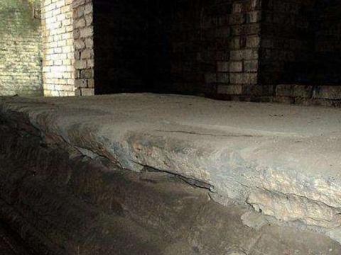 守墓人的一生:只是为了一个承诺,祖祖辈辈都守护着这座墓穴!