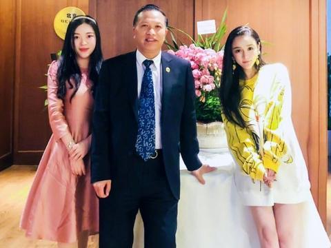 冉莹颖首次曝光两个儿子近照,网友:轩轩太像李荣浩了