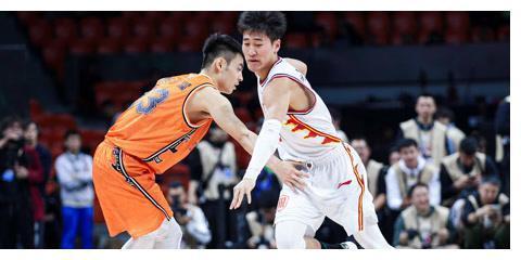 赛季至今,姜伟泽投进了72个三分,可兰和陈林坚呢?谁是三分王?