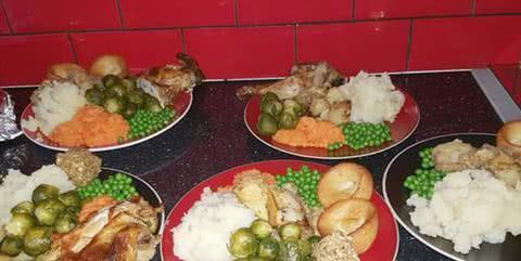英国祖母准备圣诞家宴,向儿孙每人收300餐费,最后赚了1千多
