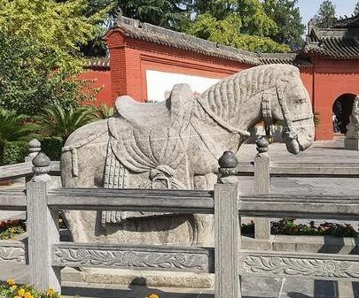 这座佛教寺院比洛阳白马寺还早10年,古朴而沧桑