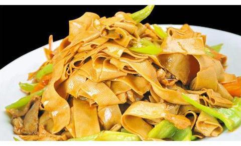 青椒豆腐皮冬季不要错过的养生菜,降脂减肥,强健骨骼,补充钙质
