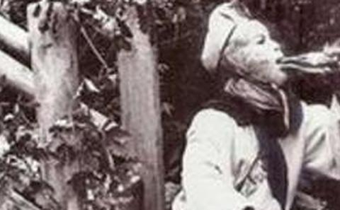 86版《西游记》珍贵花絮照:悟空喝酒,师父抽烟,争相与女妖合影