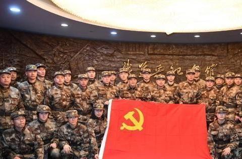 王楚钦接受爱国主义教育!刘诗雯神情严肃