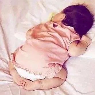 宝宝这几种睡姿都不行!偏头平头,影响脑发育,2岁后就没法纠正了