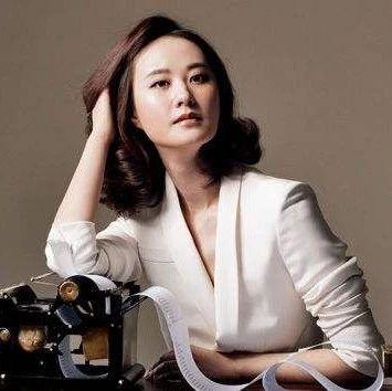 她是重庆文科状元,也是央视美女主播