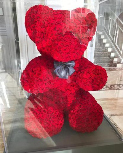 王诗龄晒照,暴露豪华客厅,最吸引人的却是角落里价值9万玩具熊