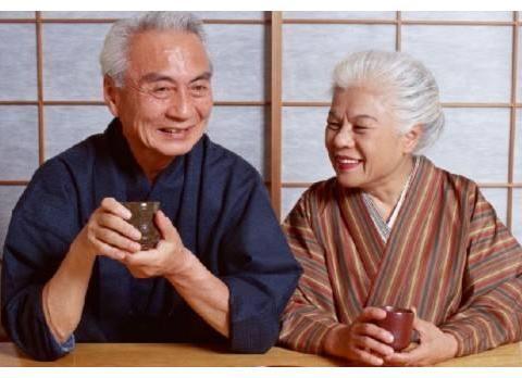 日本人不爱运动,却最长寿、肥胖率最低,是怎么做到的?