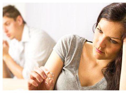 """女性月经不调,可能是此""""病""""上身的前兆,再拖可能影响生育?"""