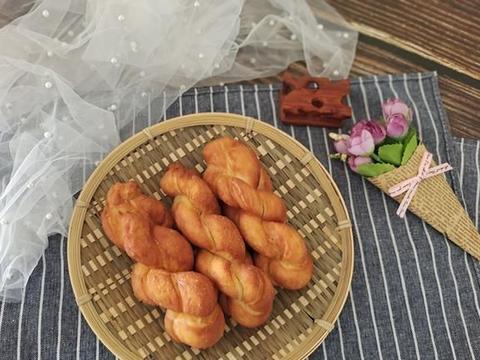 过年给家人炸麻花当零食,加点蜂蜜进去,柔软拉丝,好吃又健康