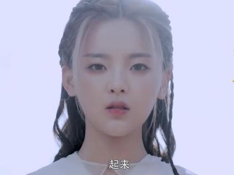 《将夜2》开播,杨超越饰演白衣天女造型惊艳,在雪地奔跑太唯美