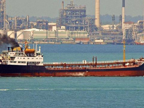 俄10艘运输船急赴伊朗,30架战机护航:遭遇威胁直接开火