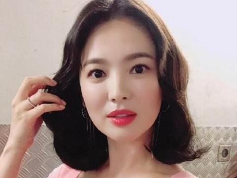 38岁宋慧乔愈发少女,锁骨发配粉色裙瞬间减龄10岁,美的很惊艳