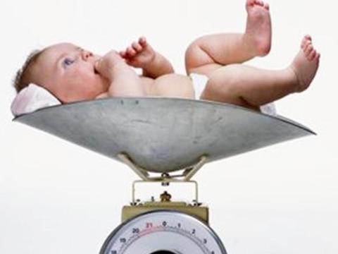 出生时5斤、6斤、8斤的新生儿,除了体重上不同,还有哪些区别?