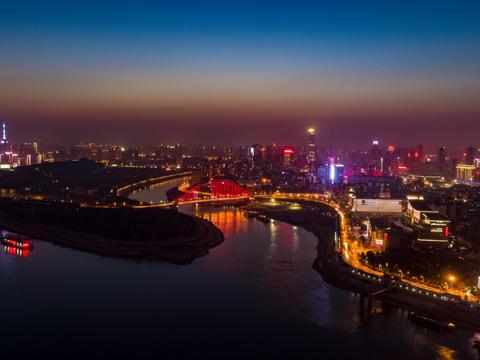我国发展劲头最盛的两座城市:成都和武汉,谁的潜力更胜一筹呢?