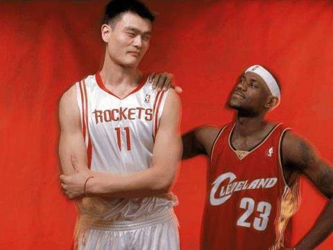02年姚明如何成首位纯外籍状元?CBA砍41+21,NBA球队垂涎三尺