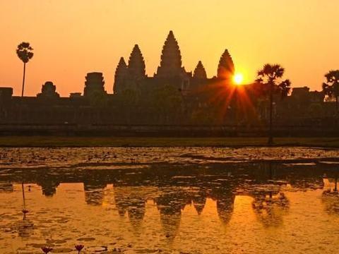 """柬埔寨最""""破旧""""的寺庙,却成为国家旅游地标,知名度享誉世界"""