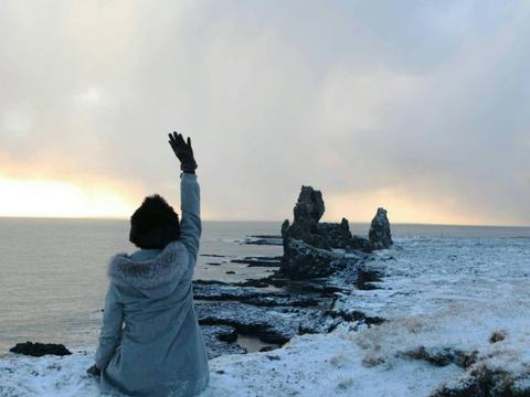 李亚鹏女友晒冰岛旅行美照,距离瑞士极近,会否顺路探望李嫣?