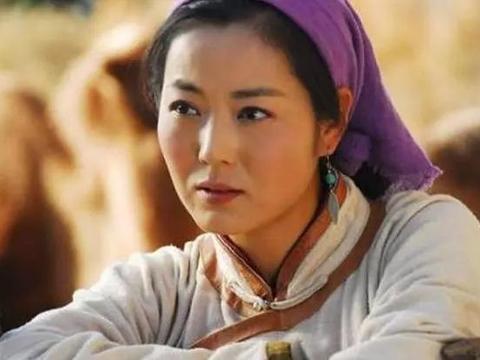 48岁王茜华近照太美,离婚后勇敢追爱,因为老公太帅自己经常吃醋