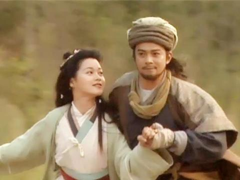 乔峰因为契丹人身份被逐出丐帮,而契丹后裔的他却成功当了帮主
