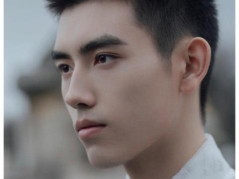 陈飞宇与哥哥罕见合影,陈雨昂颜值不输弟弟,被赞遗传陈红基因