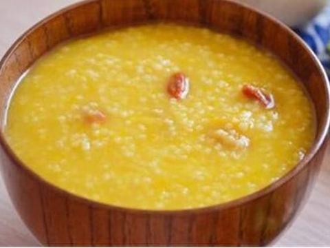别再喝白粥了,教你熬好喝的南瓜小米粥,色泽金黄,美味又养胃