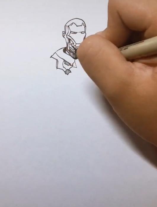 美术生手绘钢铁侠,不打草稿被吐槽,看到成画:差点误伤大佬